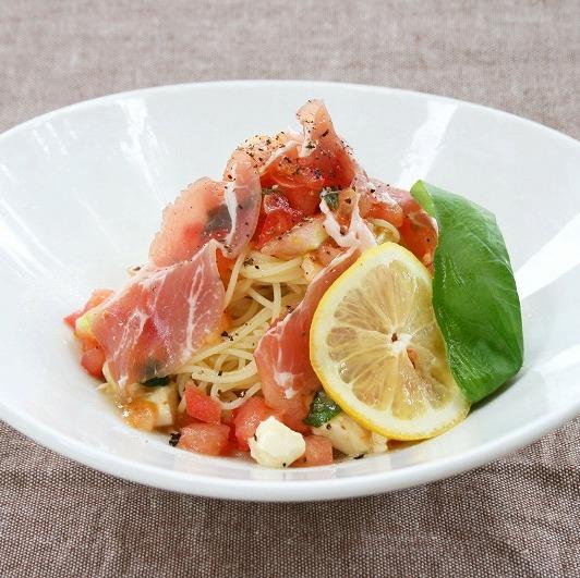トマトとモッツァレラチーズの冷製カッペリーニs